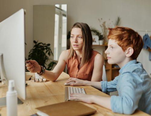 Zu Hause lernen: 8 hilfreiche Tipps für Eltern